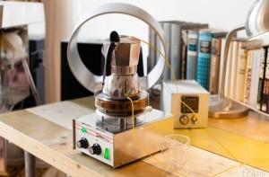 Franken moka pot on retor German hotplate with sensors plugged in